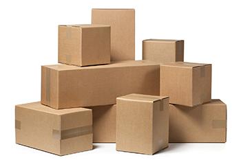 varias cajas sobre fondo blanco
