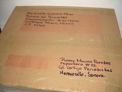 caja con direcciones escritas